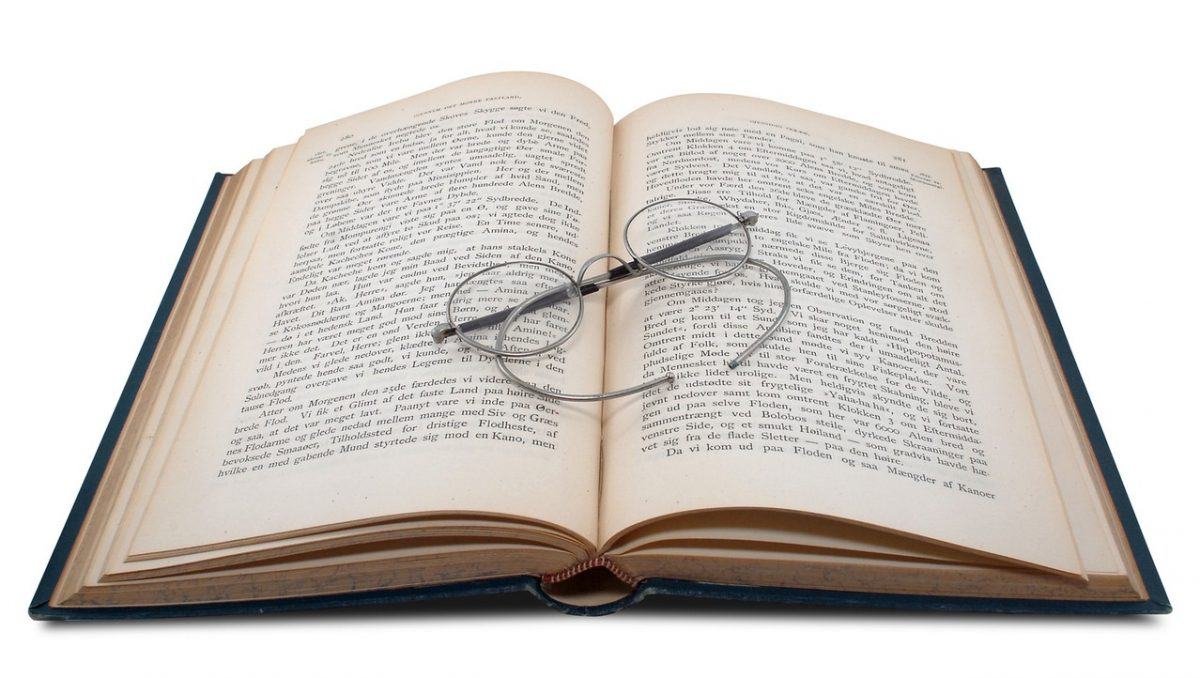 Księgarnia internetowa kontra tradycyjna – gdzie bardziej się opłaca?